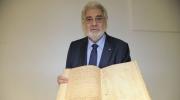 Plácido Domingo holding the original manuscript of Verdi's Simon Boccanegra at the Archivio Ricordi. Photo: Leonardo Gedalje