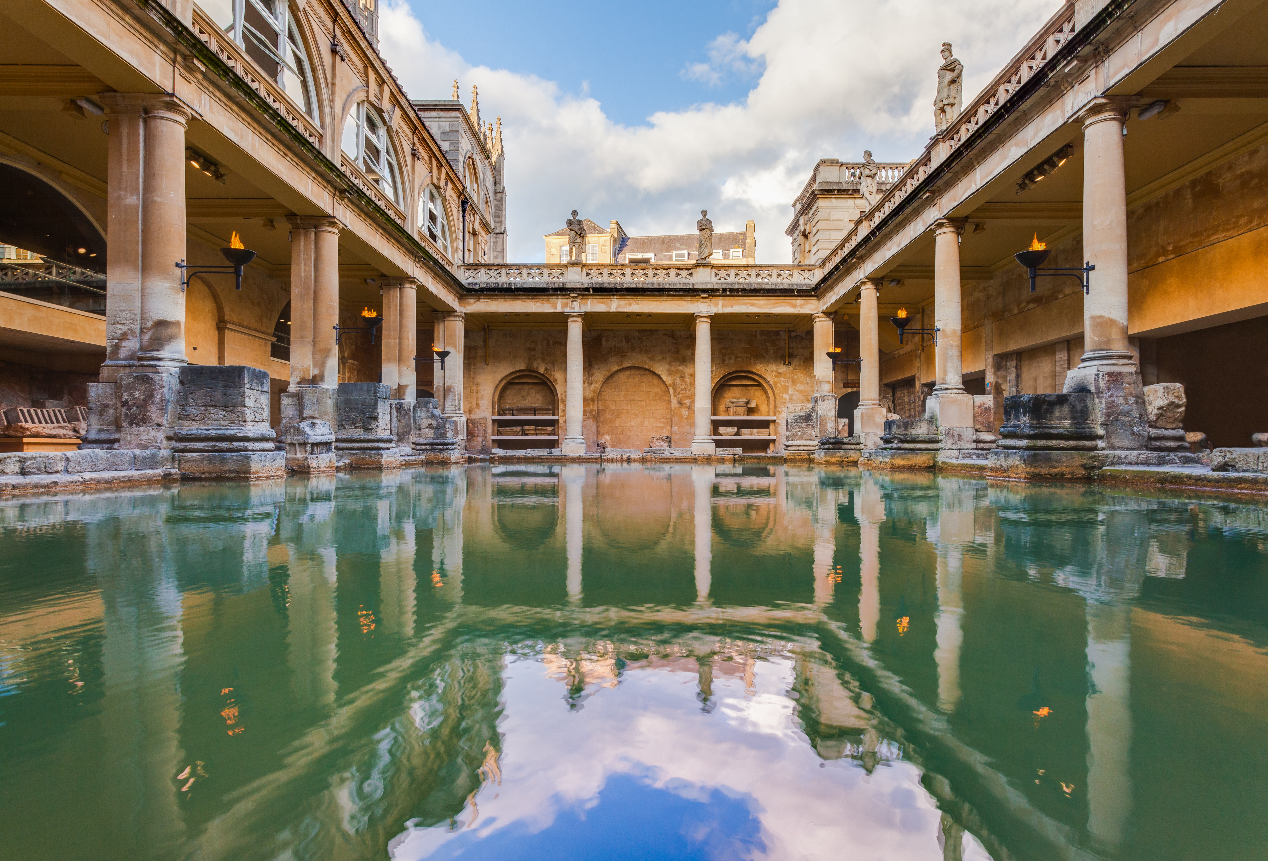 View of the Great Bath, part of the Roman Baths complex, in the city of Bath. Photo: Diego Delso, Wikimedia Commons, CC-BY-SA 3.0