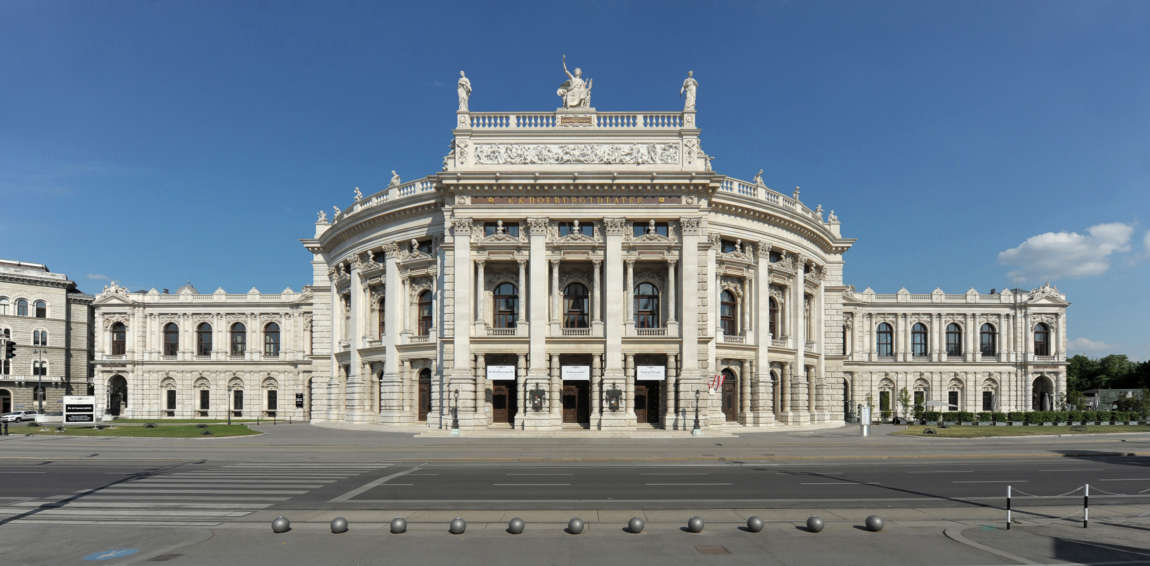 Photo: Burgtheater. © Georg Soulek-Burgtheater