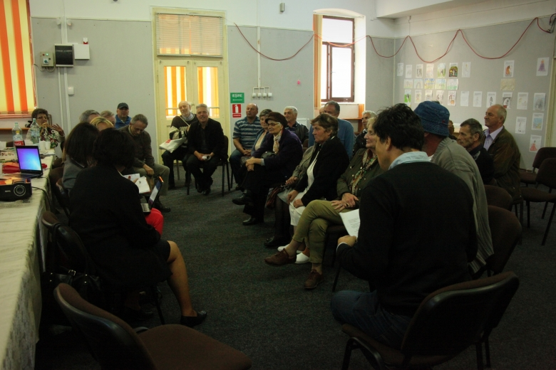 Representatives from Europa Nostra and the European Investment Bank Institute met with local, regional and national stakeholders to discuss ways to ensure a sustainable future for Roşia Montană. Photo: ARA.