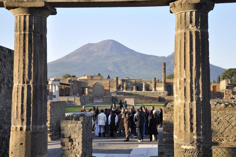 Photo: Pompeii Ruins; Tempio di Giove e Vesuvio Carlo Mirante CC-BY 2.0
