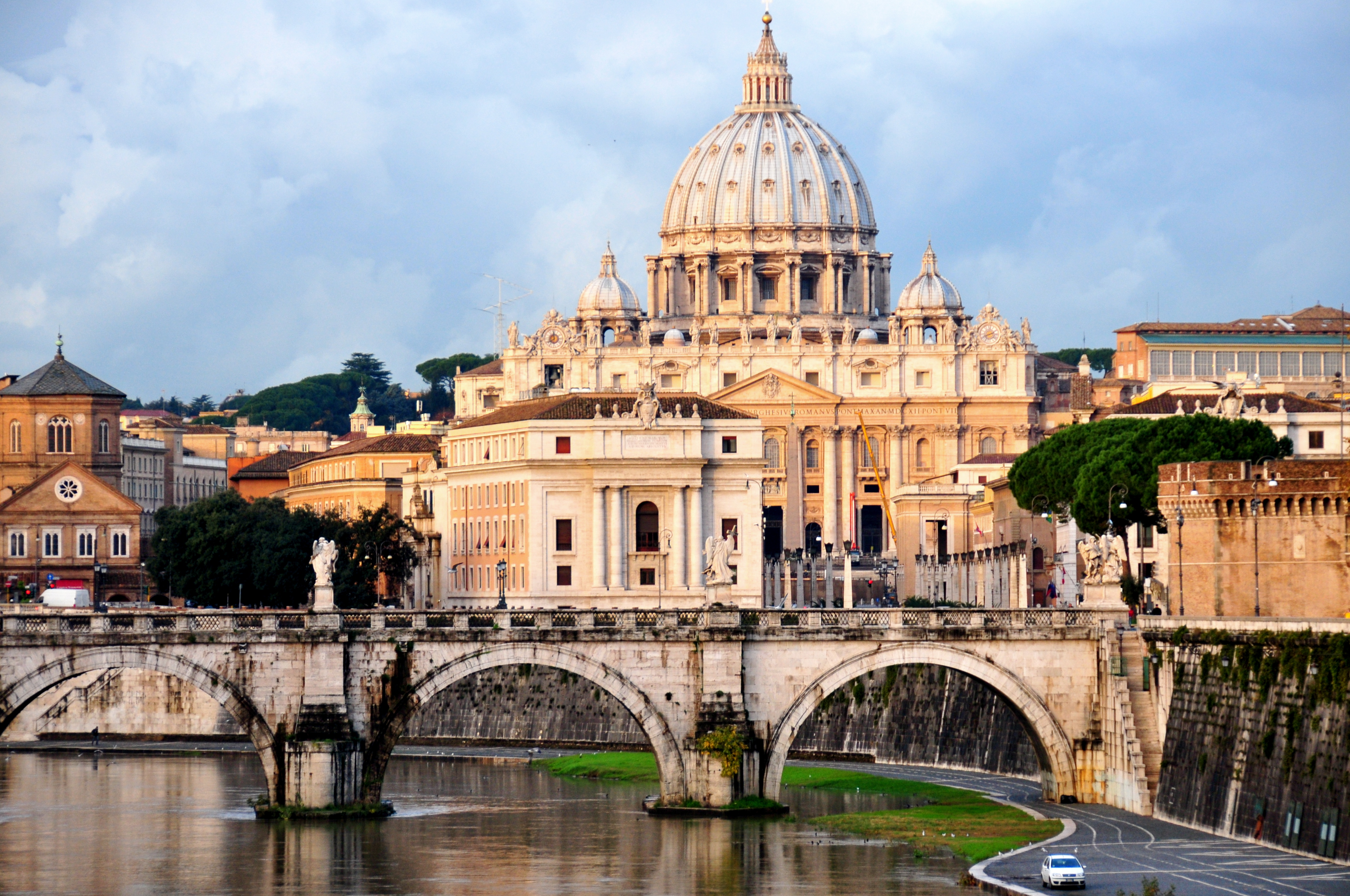 St. Peter's from Ponte Umberto. Photo: Ed Yourdon (CC BY-NC-SA 2.0)
