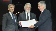 Minister Ostermayer (on the left) and Chancellor Faymann (on the right) presented the honorary title of Professor to Maestro Domingo at the European Heritage Awards Ceremony at the Burgtheater. Photo: Oreste Schaller.